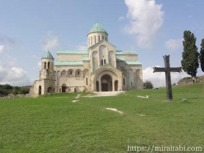 クタイシのバグラティ大聖堂と十字架