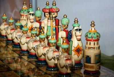 イラン風チェスの駒