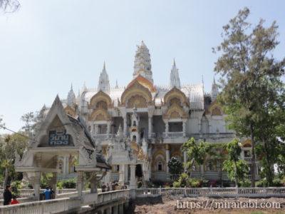 ワットパイロンウアの寺院