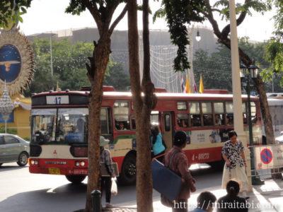 バンコクの路線赤バス47番