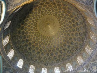 タイル細工の天井