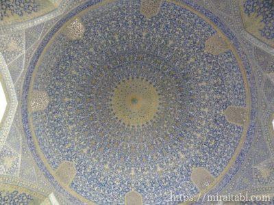 天井ドームのタイル細工