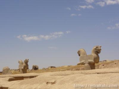 ペルセポリスの双頭鷲像