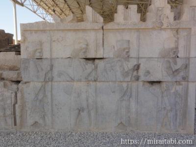 中央宮殿のレリーフ