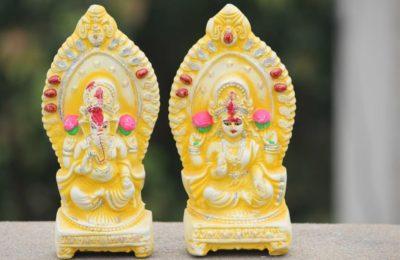 ラクシュミーとガネーシャの像